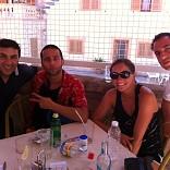 DIEGO, JAVIER Y CAROLINA COMIENDO EN SA FOGANYA